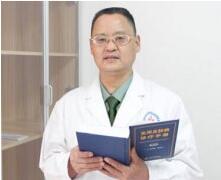 成都军大医学研究所附属医院医师赵文彬