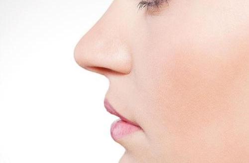 隆鼻取出假体后鼻梁会变塌吗