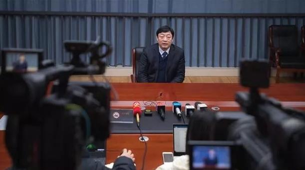 武汉市就新型冠状病毒感染的肺炎综合防控答记者问