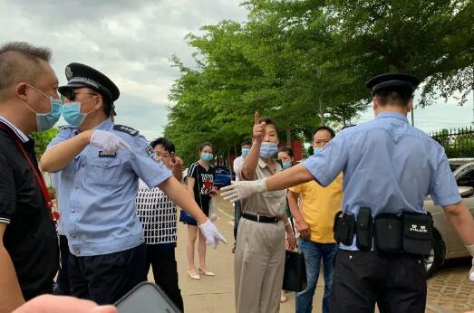 挑战法律底线:身家百亿副院长二姐打举报人被拘
